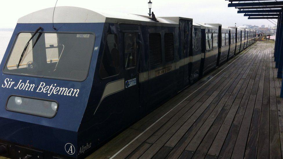 A train on Southend pier