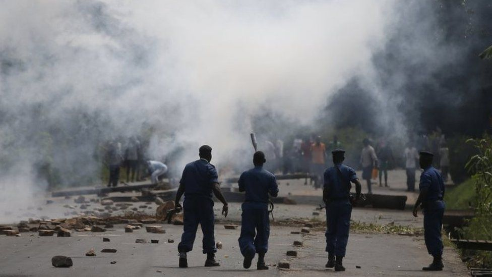 Protesters and police clash in Burundi's capital Bujumbura. Photo: May 2015