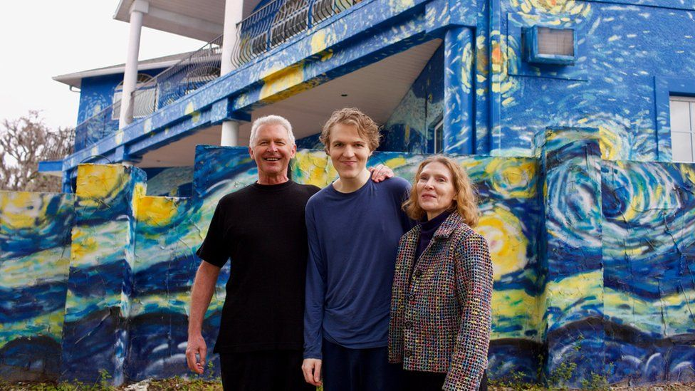 Lubomir Jastrzebski and Nancy Nembhauser with their adult son in front of the house in Mount Dora, Florida, 29 January 2018