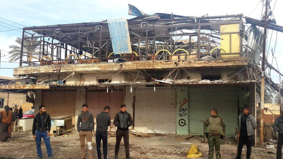 Iraqis gather outside a cafe in Muqdadiya that was attacked in a double bombing (12 January 2016)