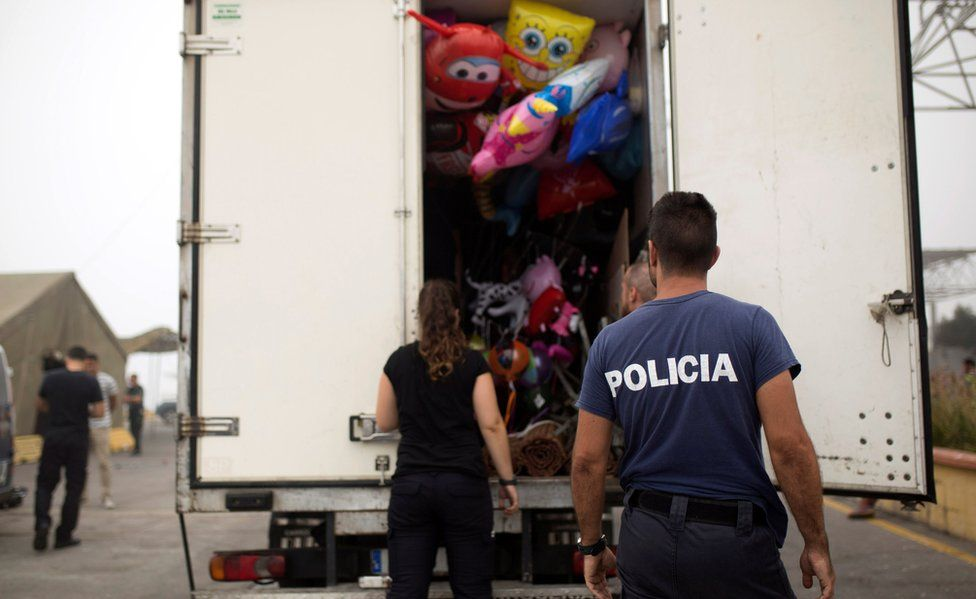 Police inspecting fairground lorry in Ceuta, 7 Aug 17