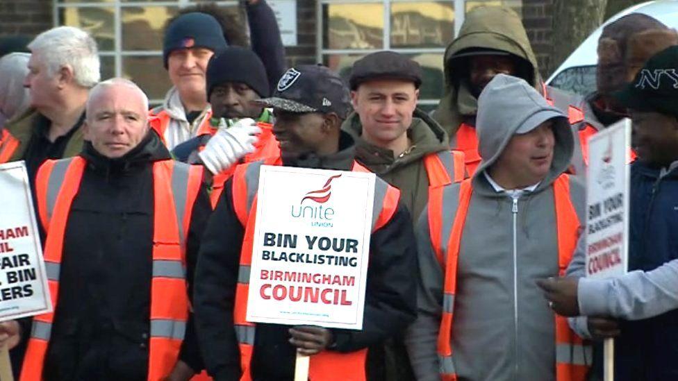 Bin workers on strike (Feb)