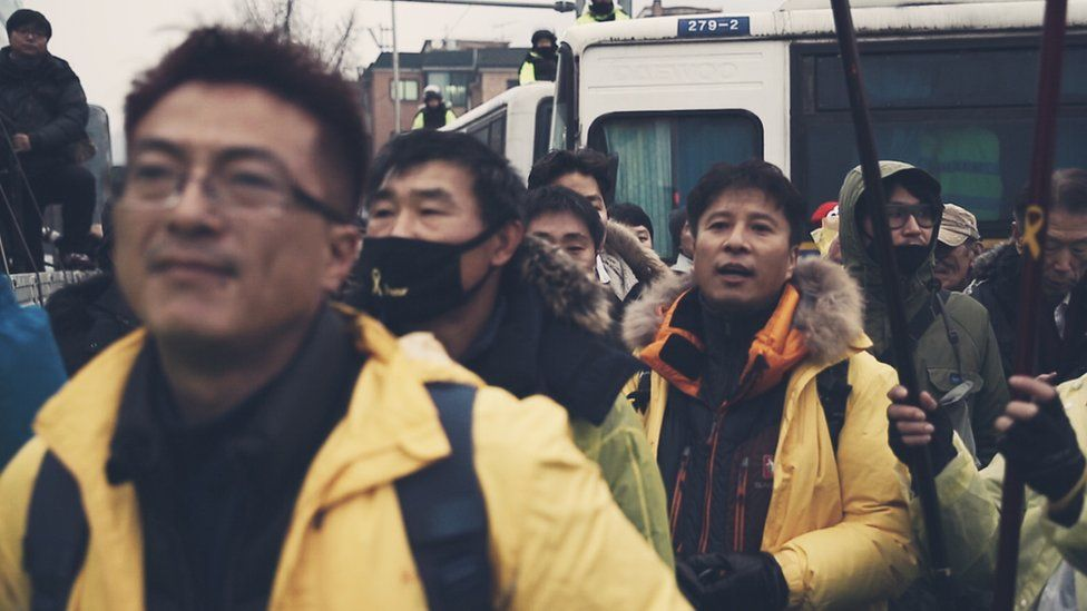 Picture of activists and Sewol victims' families