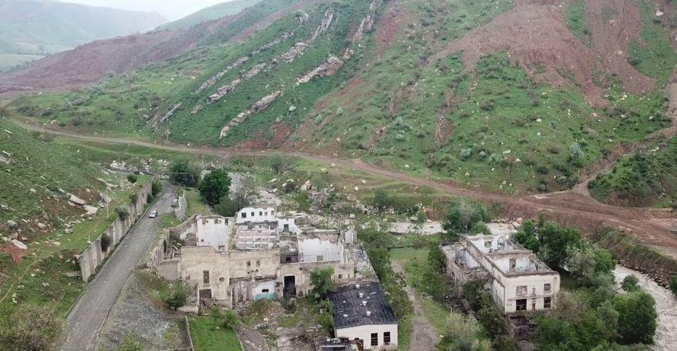 Майлуу-Суудагы уран заводунан калган урандылар.