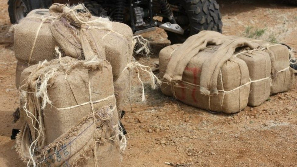 Bales of marijuana confiscated by US authorities on the US-Mexico border (18 March 2014)