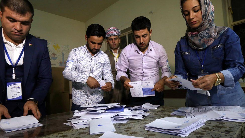 Electoral officials in Irbil count ballots after the end of an independence referendum in Iraq's Kurdistan Region (25 September 2017)