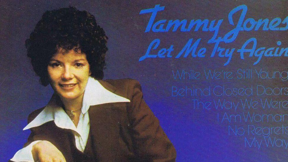 Cafodd Tammy Jones lwyddiant mawr yn 1975