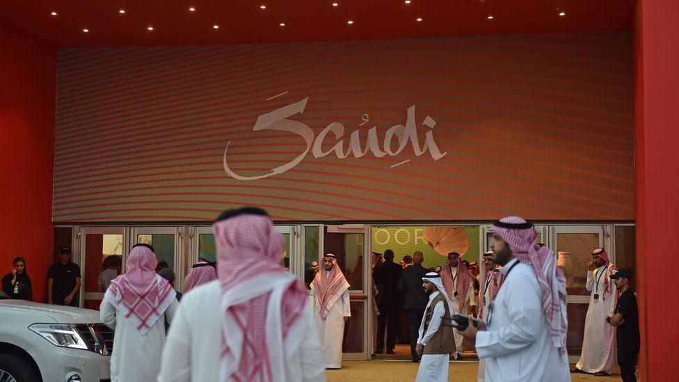 الإندبندنت أون صنداي: النساء لم يعدن بحاجة لمحرم للسكن في فنادق السعودية