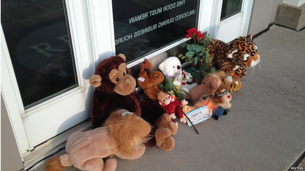 Stuffed animals left by protesters block the doorway of River Bluff Dental clinic after the killing of a famous lion in Zimbabwe, in Bloomington, Minnesota July 28, 2015