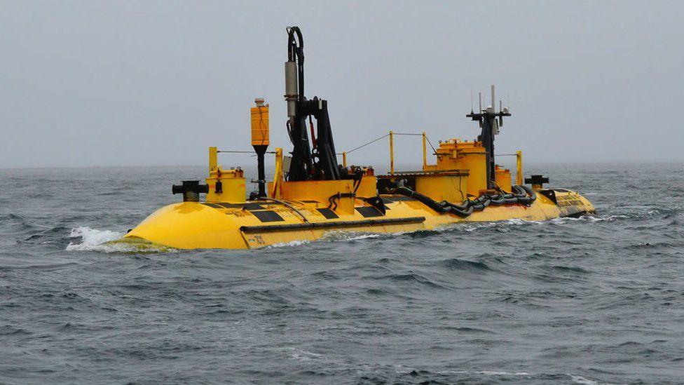 Tidal device in the sea