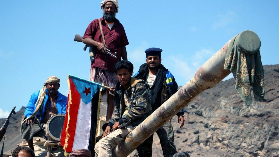 Separatist fighters stationed at a checkpoint in the Khor Maksar district of Aden, Yemen (30 January 2018)