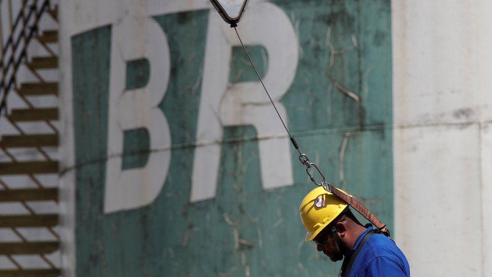 Se o Brasil é autossuficiente em petróleo, por que ainda importa o recurso?