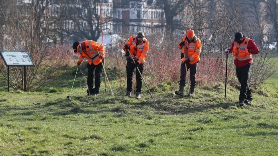 Volunteers from London Search and Rescue help search Clapham Common