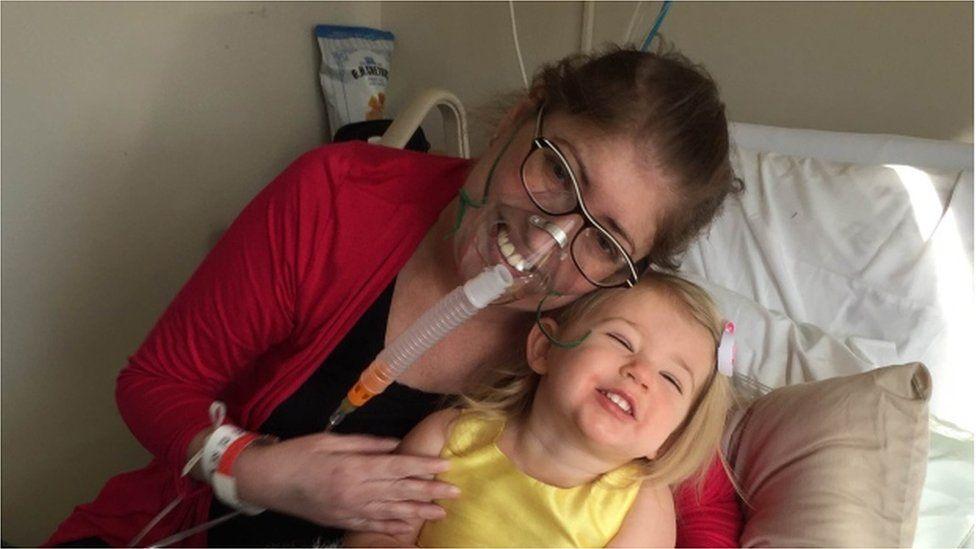 A incrível história da mulher que sobreviveu sem pulmões por seis dias