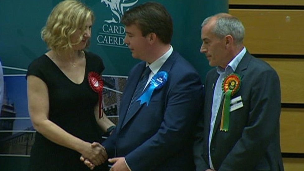 Anna McMorrin shakes hands with Craig Williams