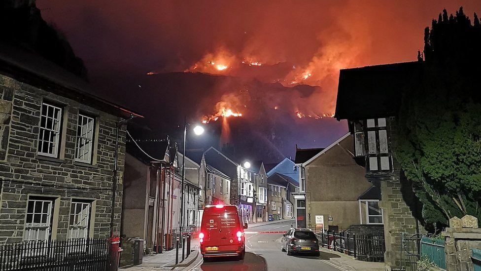 View of fire on Garreg Ddu