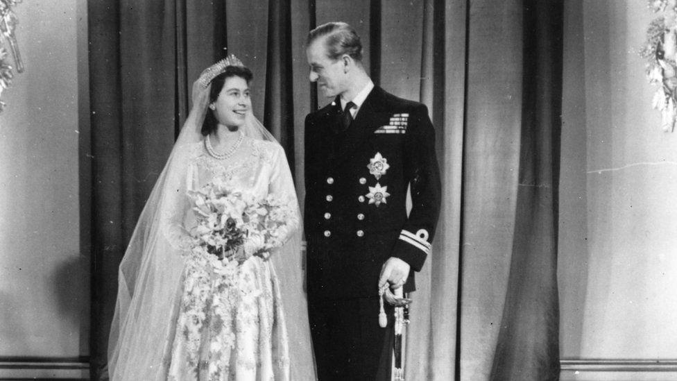 Y Dywysoges Elizabeth a Philip Mountbatten ar ddiwrnod eu priodas, 1947