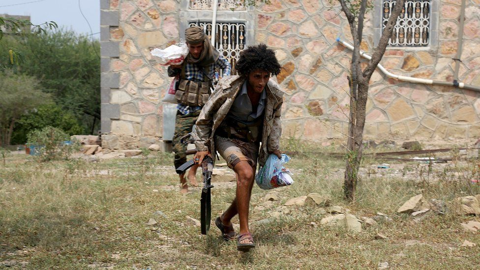 Pro-Hadi fighters in Taiz, Yemen, 18 August 2016