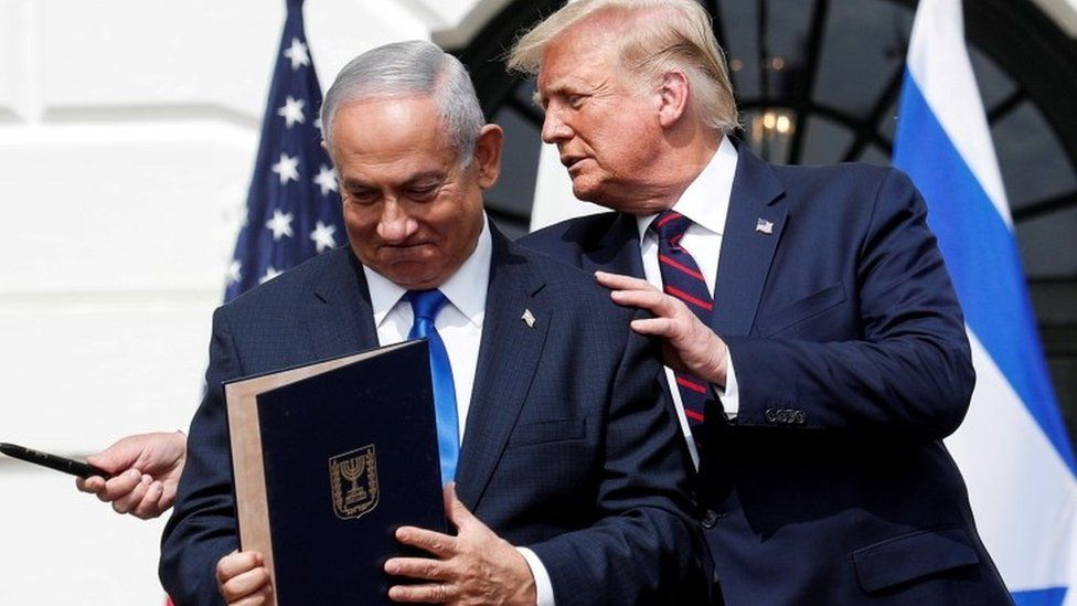 Benjamin Netanyahu stands with US President Donald Trump after signing the Abraham Accords with three Middle East states on the South Lawn of the White House (15 September 2020)