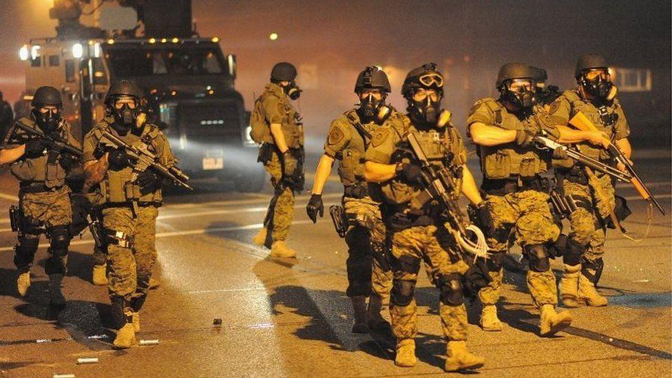 Armed police officers in Ferguson, Missouri (18 August 2014)