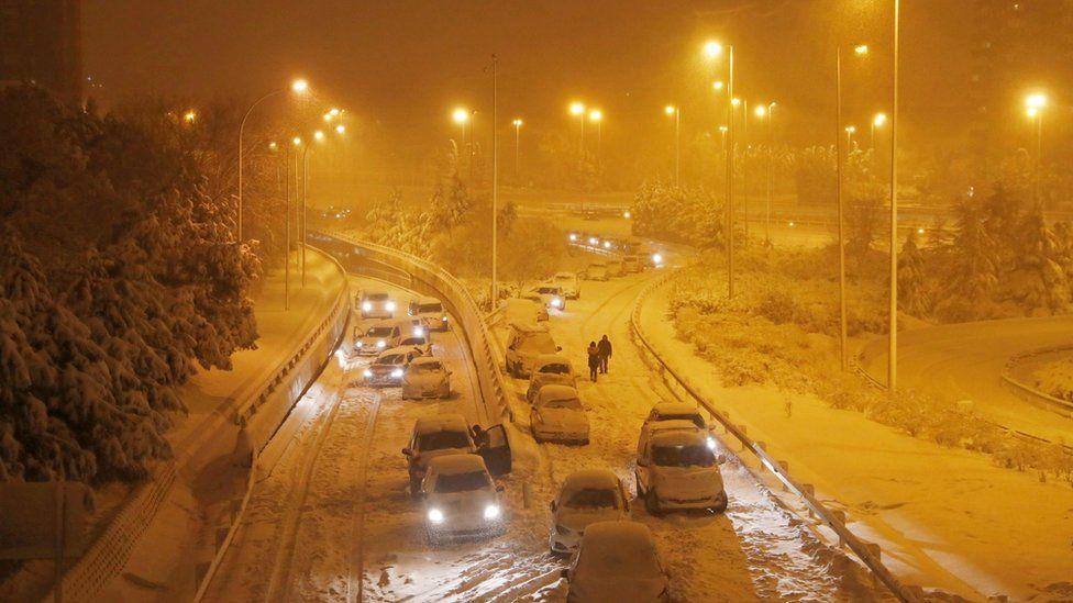 Страшный снегопад в Испании сегодня унес жизни нескольких человек. ВИДЕО 1