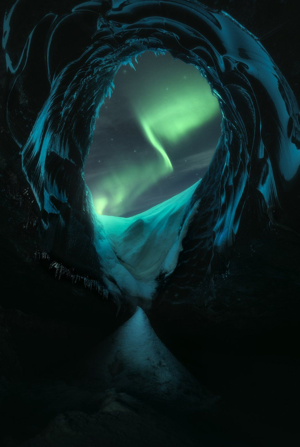 A view over glaciers with the Northern Lights in the sky