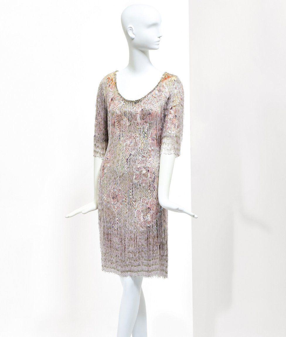Міні-сукня з бісеру, в якій Деньов вперше зустріла режисера Альфреда Хічкока у 1969 році