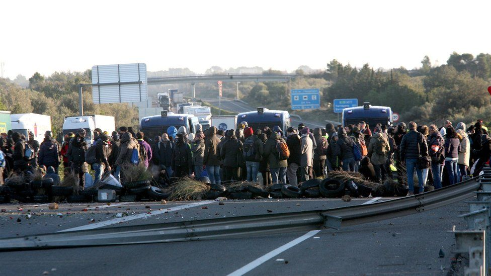 Pro-independence supporters block a section of the AP7 motorway in Tarragona, north-eastern Spain, 21 December 2018