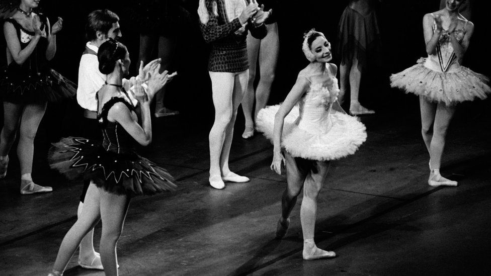 Alicia Alonso (centre-right) dances on stage in New York