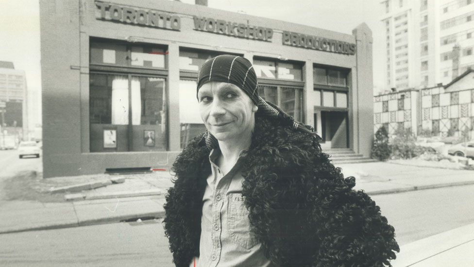 Lindsay Kemp outside the Toronto Workshop Productions in 1978