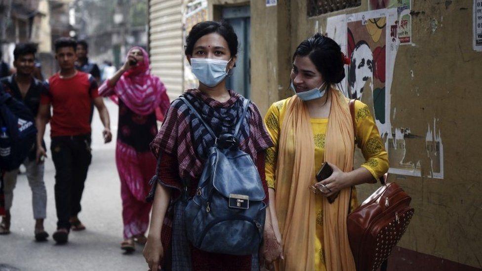 People walking in Dhaka, Bangladesh on 31 March 2021