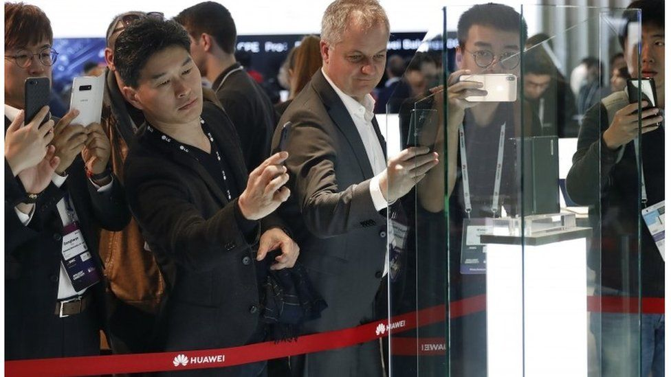 Taking pictures of the new Huawei foldable phone