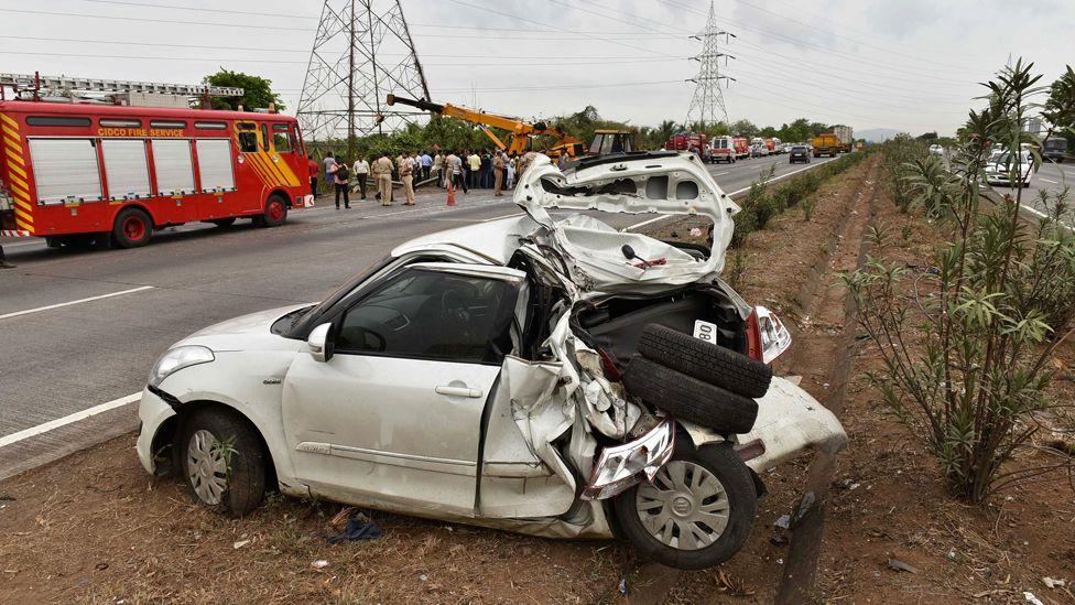 Crash on Mumbai-Pune highway, June 2016
