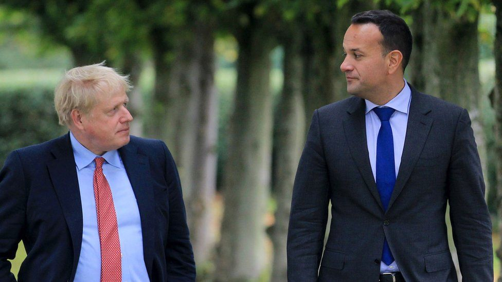 Boris Johnson (l) and Leo Varadkar (r)
