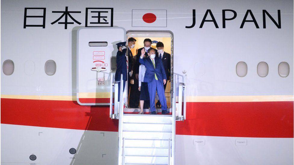 Japanese Prime Minister Yoshihide Suga and his wife Mariko Suga