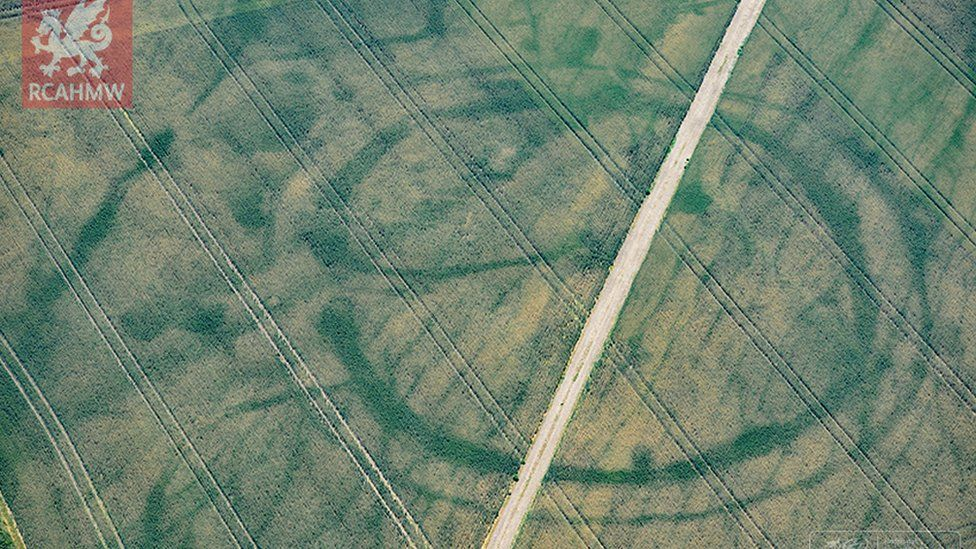 Crop marks of prehistoric enclosure in the Vale of Glamorgan and faint footings of a suspected Roman villa