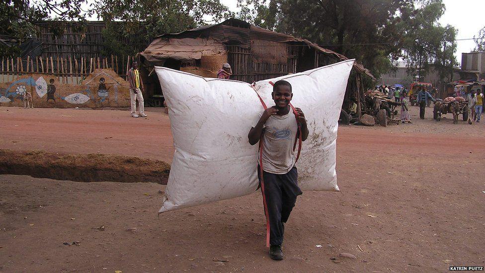 A boy carrying a B-Energy balloon rucksack