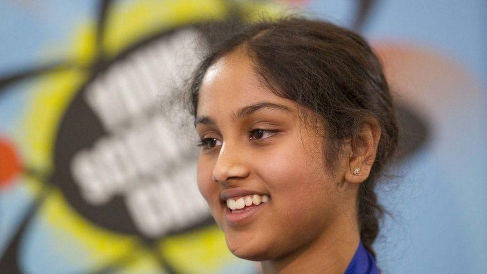 La brillante científica de 13 años que descubrió cómo generar energía limpia por apenas US$5