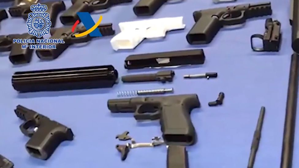 Guns found at illegal workshop in Tenerife