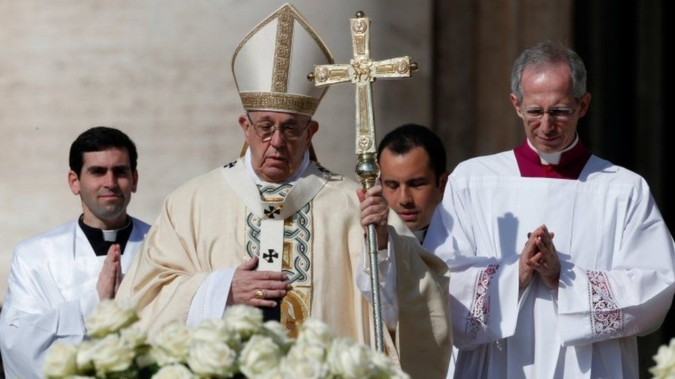 Pope Francis arrives to lead the Easter Mass at St Peter's Square at the Vatican April 1, 2018