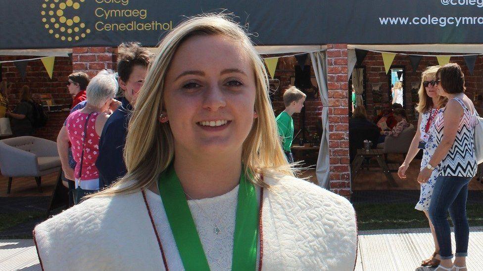 Megan Elias o Hen Golwyn, enillydd Medal y Dysgwyr heddiw // Megan Elias from Old Colwyn, the winner of the Welsh Learners Medal