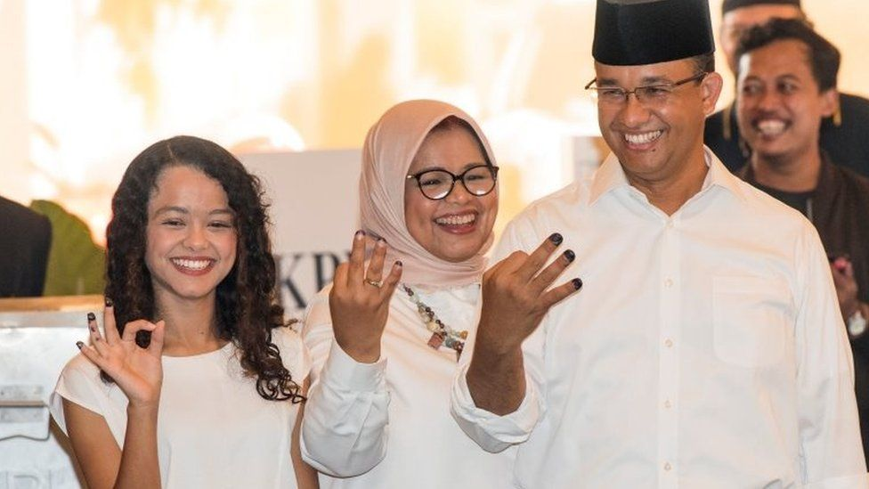 Anies Baswedan and his family vote in Jakarta (16 Feb 2017)
