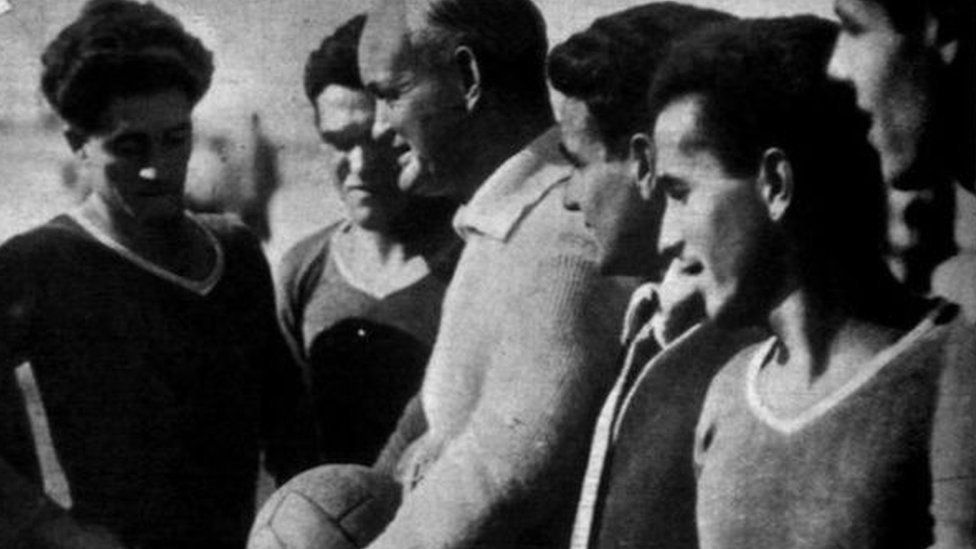 Patrick O'Connell with the Real Betis team he led to the Spanish championship in 1935