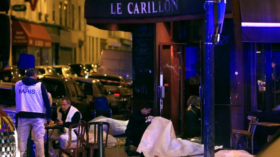 Victims on the pavement outside Paris cafe-bar, 13 Nov 2015