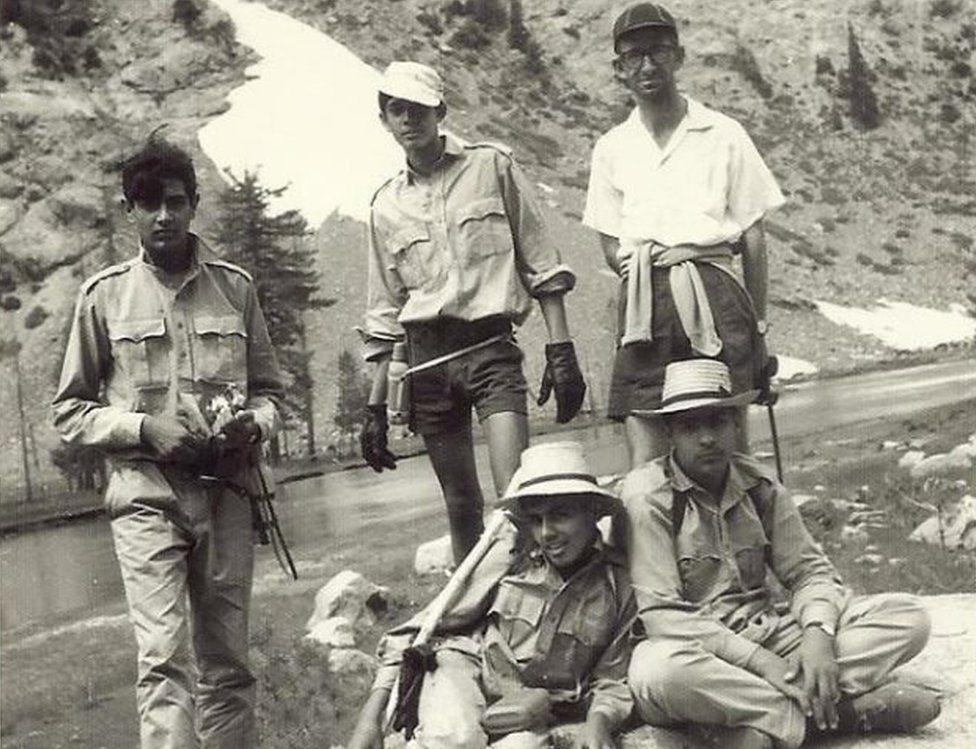 Obituary: Major Geoffrey Langlands, Pakistan's English teacher - BBC