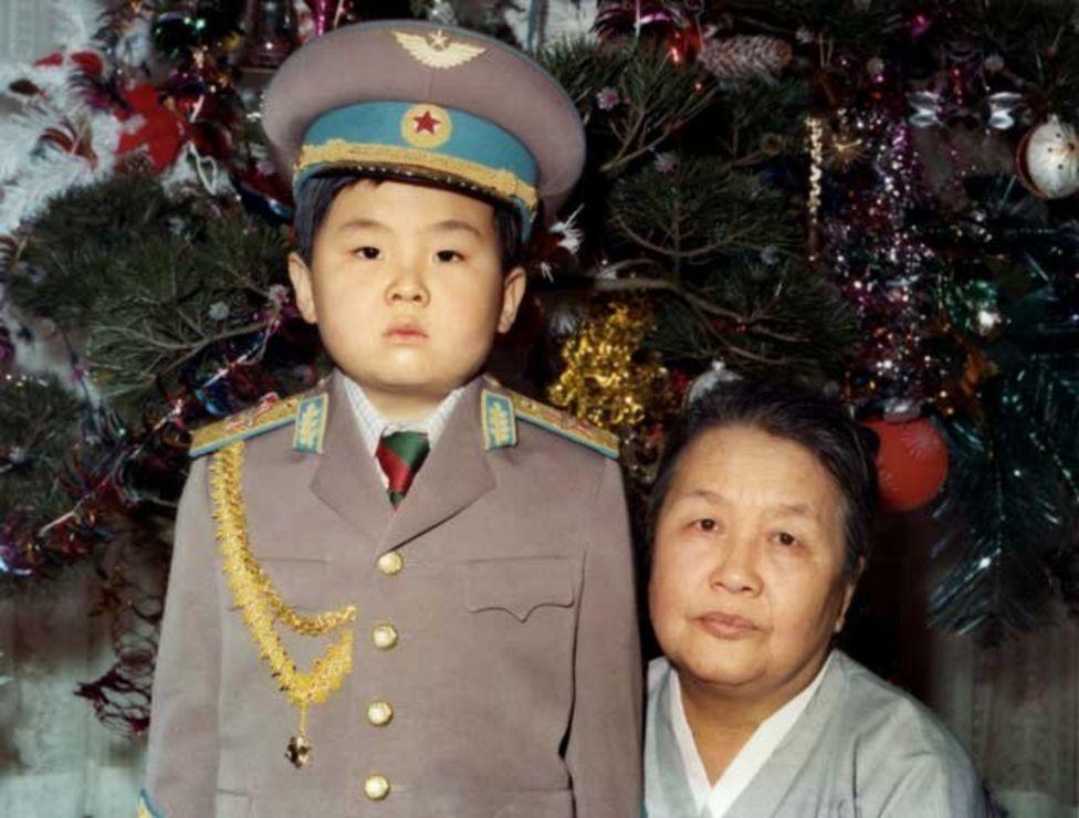 少年金正男與外婆