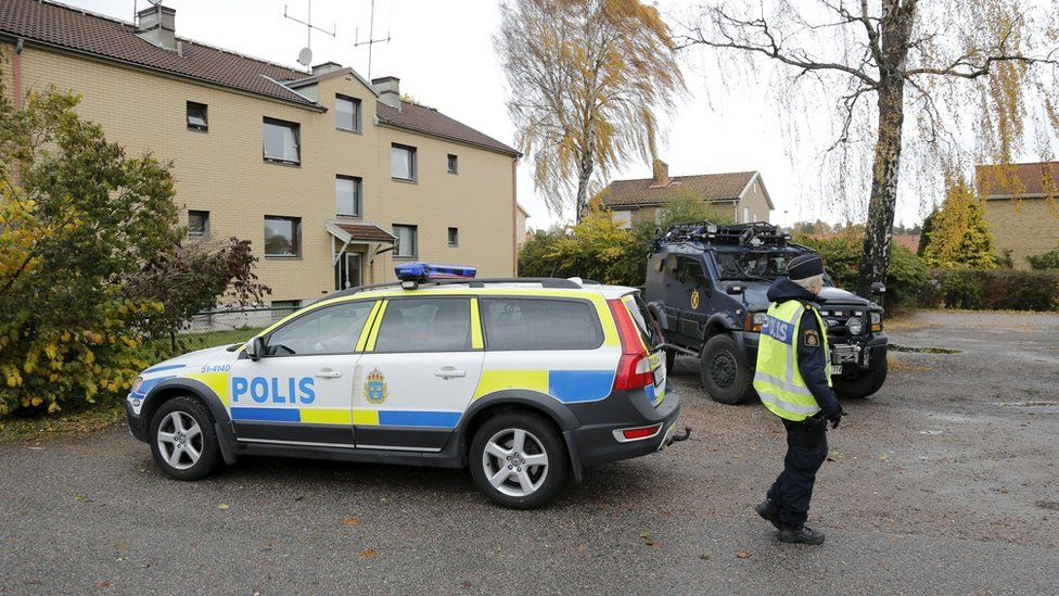 Police cars are parked outside suspect's house in Trollhattan (October 22, 2015)