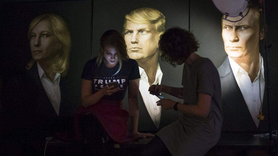 Portraits of Putin and Trump in Moscow