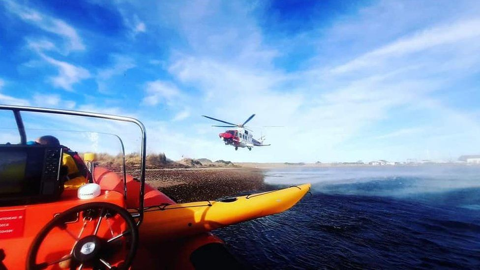 kayakers rescue