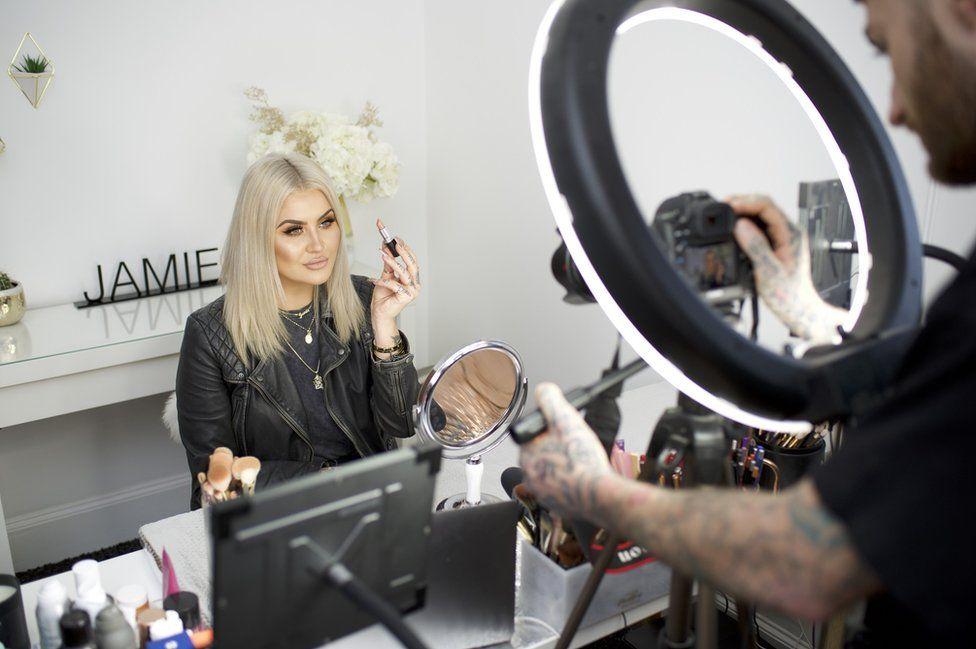 Jamie films a make-up look